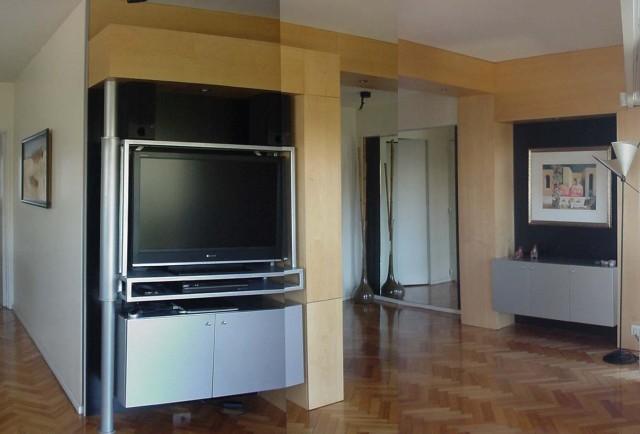 Muebles para plasma y guardados varios en acceso