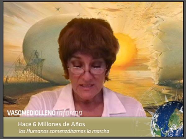 Liliana Araujo como la otra locutora del Noticiero.