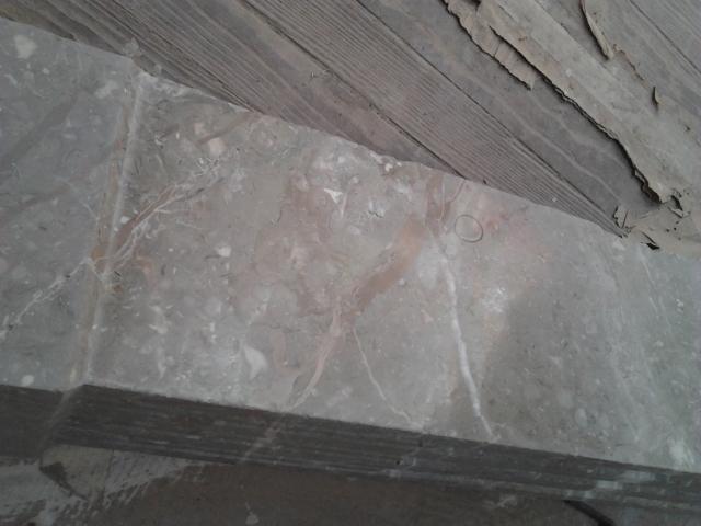 Iniciamos etapa de pulidos, en este caso arrancamos con la recuperación de una chimenea antigua de mármol y metal.