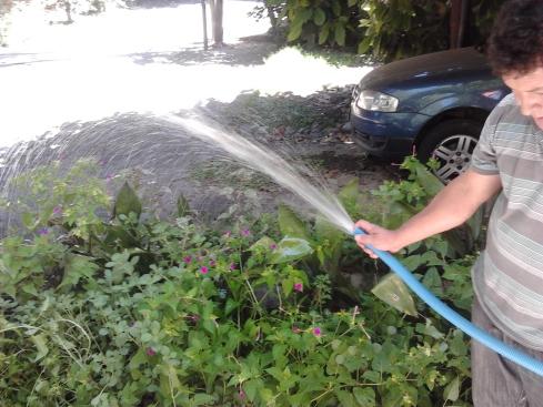 09 Agua saliendo de la bodega